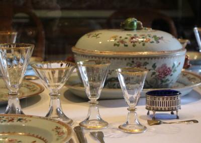 Porcelaine de la Compagnie des Indes, orfèvrerie lausannoise, verrerie italienne